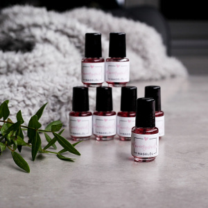 Nagelpflegeöl als lovemynails für Nageldesigner & Nagelstudios